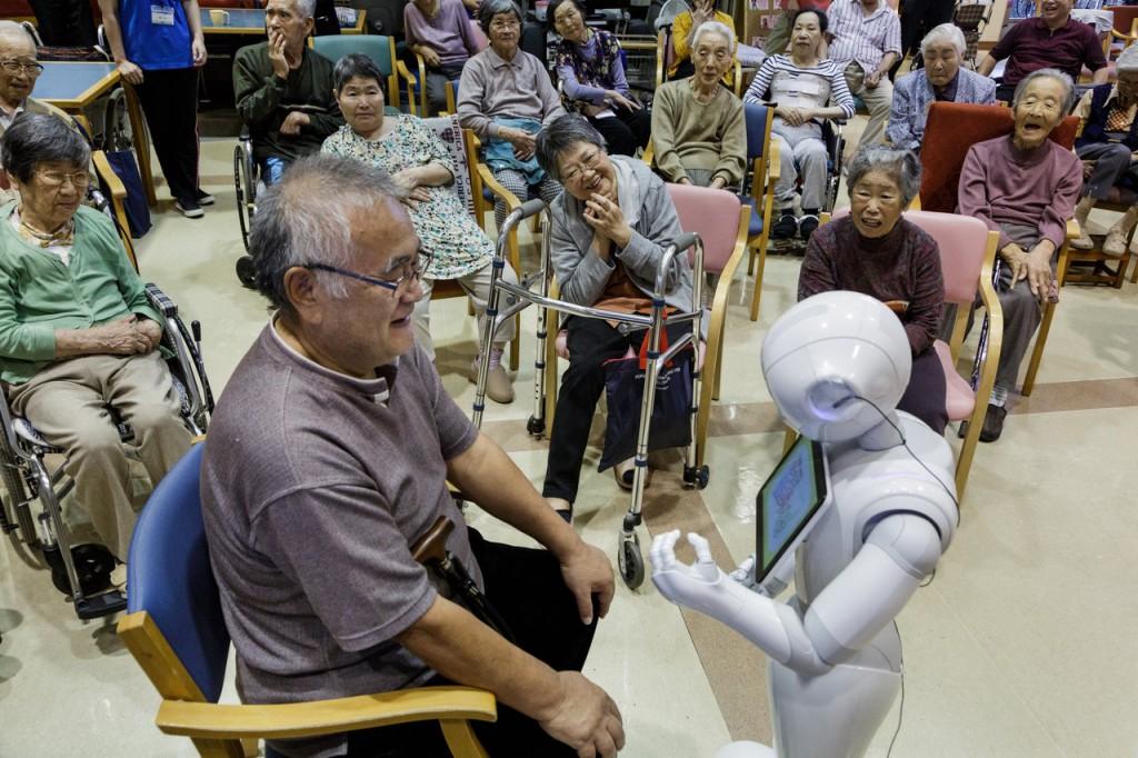 高齢化する日本は老後期を積極的に包み込もうとしている